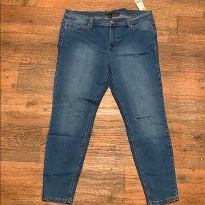 Forever21 + Ripped Knee Skinny Jean